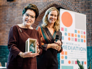 Carry Knoops winnaar Eberhard van der Laan Mediation Award